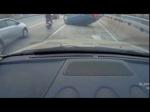 【閲覧注意】割り込んできたDQN車が盛大にひっくり返ってざまあwwwwww