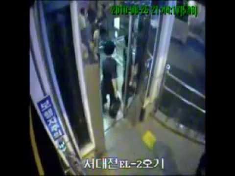 エレベーターに突っ込んで死ぬ韓国人の音声付き映像