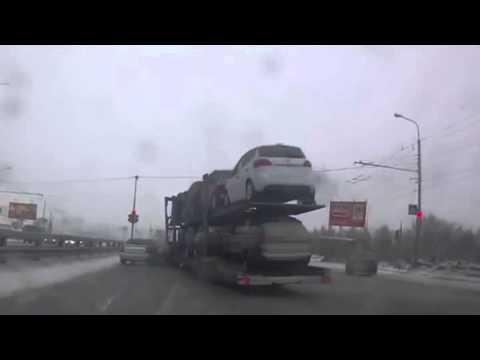 【車載動画】 派手に事故る車両運搬車 【おそロシア】