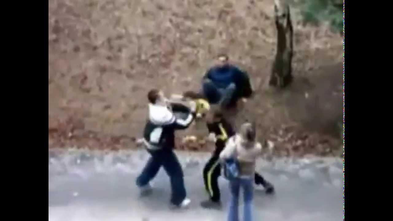恋人を殴られたボクサーが男二人をボコボコに!