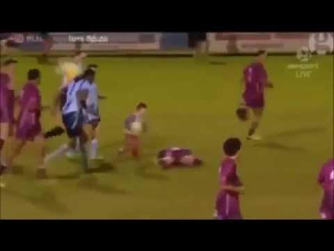 ラグビーの試合中に子供が乱入!そこで見せた選手の対応が…。