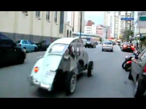 衝撃映像【海外の面白交通事故映像】真っ二つの車