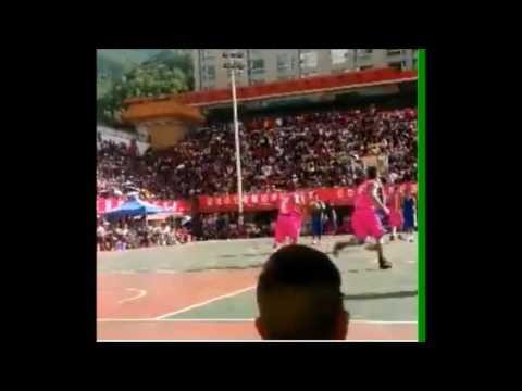 バスケの試合で乱闘、黒人が中国人にブチギレ!China Basketball Fight china.TV