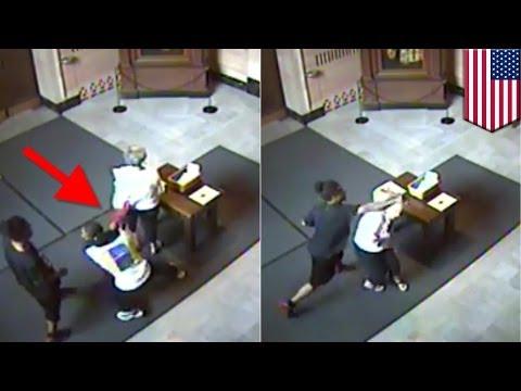 72歳のおばあちゃんを黒人若者が殴打する瞬間!+衝撃の映像 7連発!