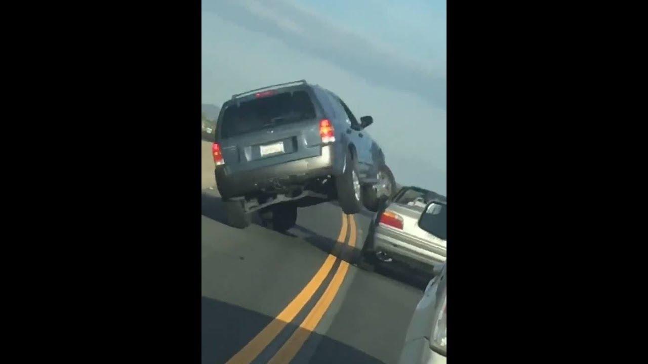 あおり運転→つばをかけられてブチギレ!SUVがBMWに特攻!