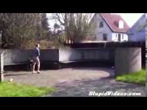 """【スゴ技""""Stunt""""】フリスビーを使ったスゴイ遊び!Amazing Frisbee Trick!"""