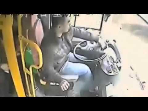 【衝撃事故】自動車事故の瞬間動画 中国間一髪