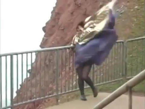 吹き荒れる強風の衝撃映像