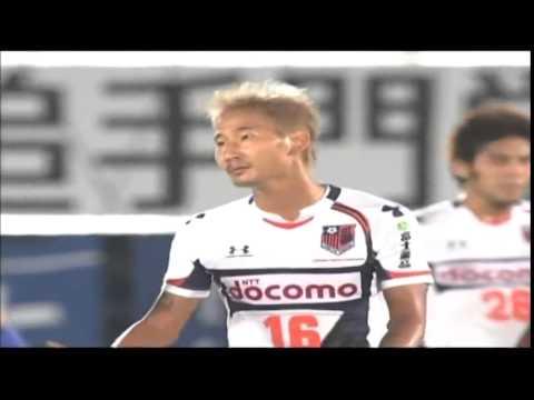 故意だろ (韓国人による危険プレー。格闘技?)Korean soccer player's flying elbow attack.