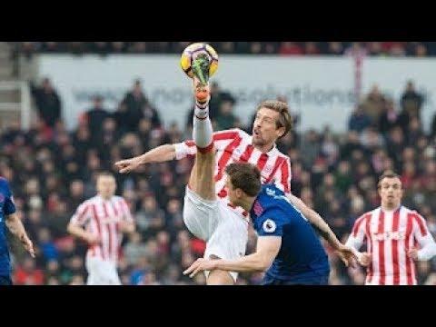 【サッカー】極限までボールコントロールを極めた男達は、こうやってボールを足元におさめている。