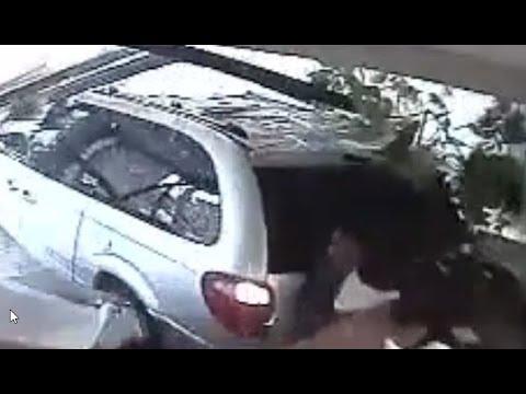 【防犯カメラ撮影】アクセル操作ミスか!?しかしドリフみたい「もしも朝からオフィスに車が突っ込んだら・・・」
