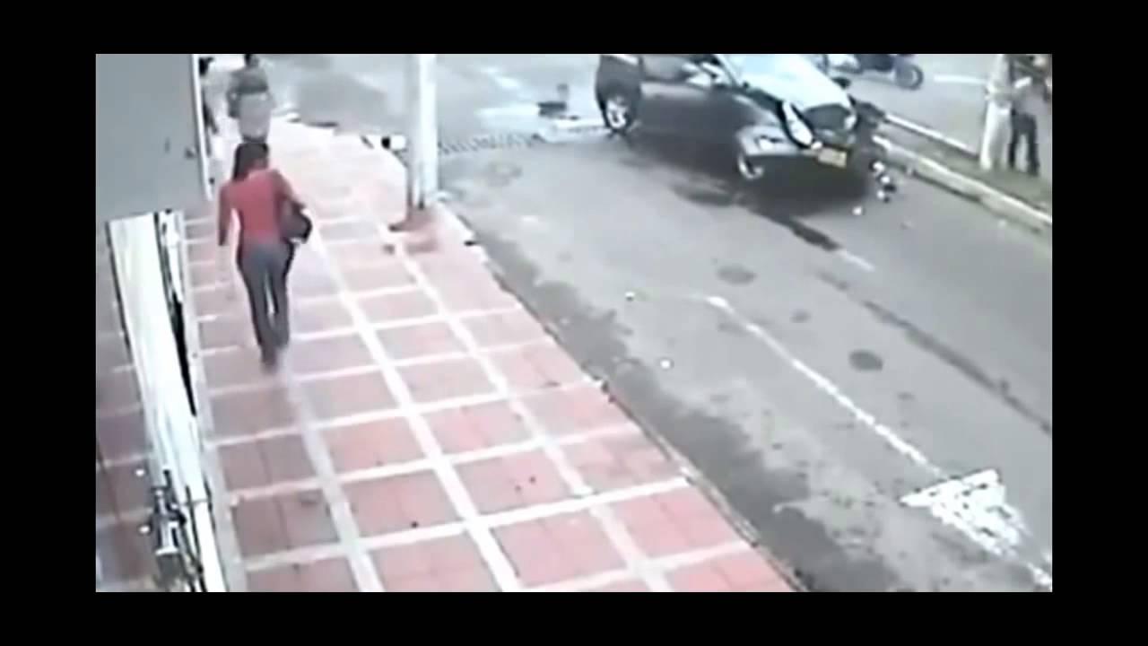 おそロシアの事故 人間に車突っ込み思いっきり吹っ飛ぶ 放送事