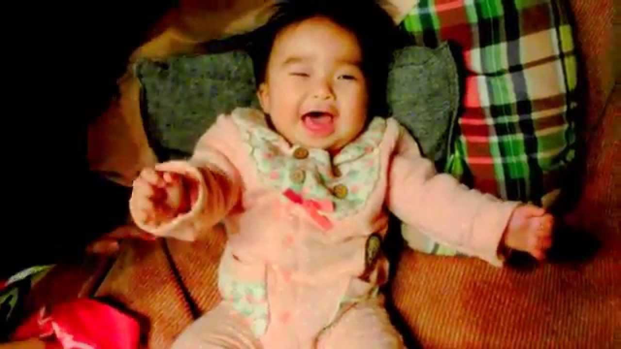 【赤ちゃん☆こなつ】 笑うために☆パパ必死  A baby laughs