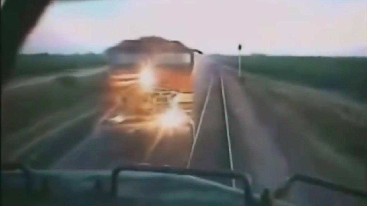 【激突】カメラが捉えた壮絶電車事故!