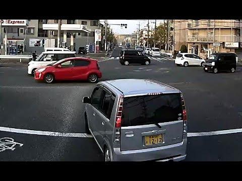 こんな運転して恥ずかしくないのか?自己中すぎる軽自動車の酷い運転・・・