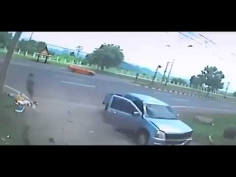 【事故動画】車とバイクの衝突事故【幽霊】
