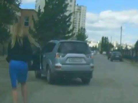 【衝撃】女性ドライバーが悪い評判を持っている理由?世界で最も愚かな女性ドライバー