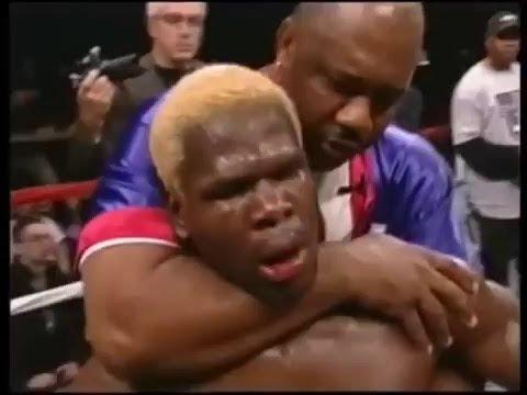 「衝撃映像」 試合終了後に素手で相手を不意打ちKO ボクシング