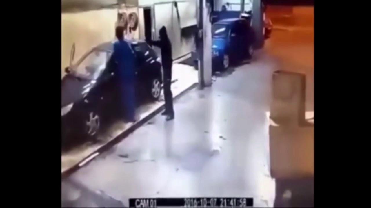 返り討ちにされる強盗