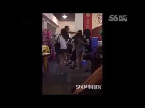 集団女にリンチされる中国人海外格闘マニア