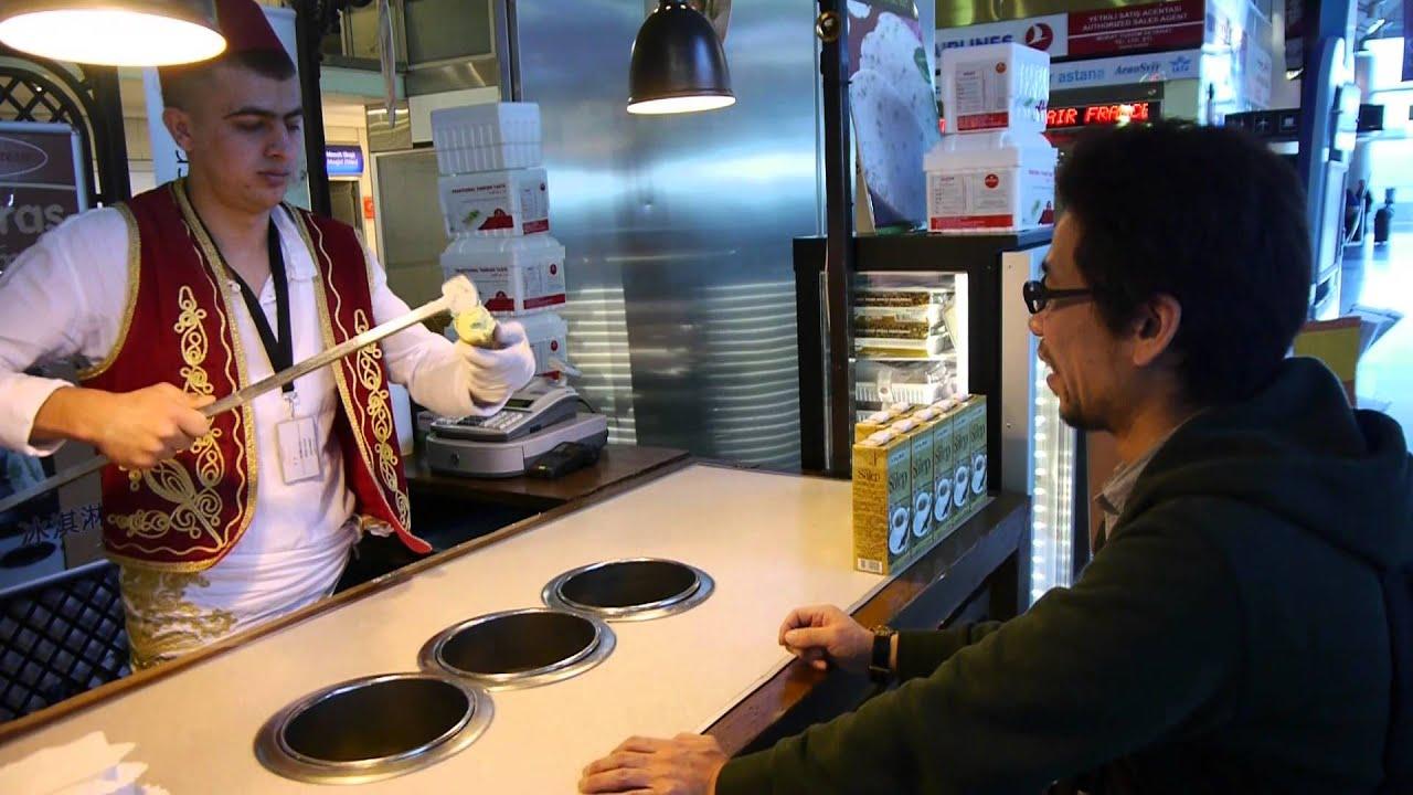 トルコアイスを売ってる兄ちゃんがアイスを渡してくれない Ice shop in Turkey