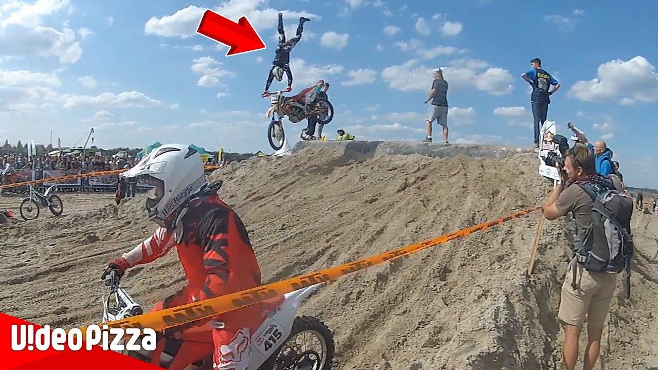 レース中1人だけ動きがおかしいwバイクのハプニング映像まとめ【Video Pizza】