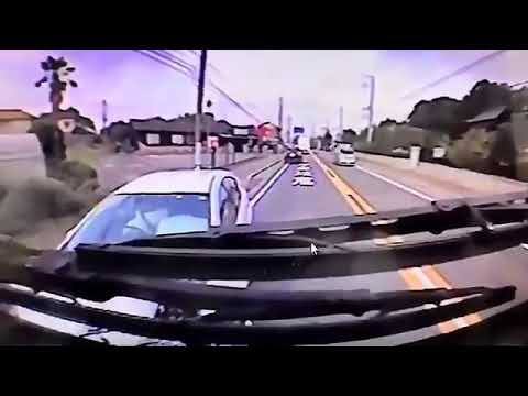 急病か?ノーブレーキで突っ込んでくる車と正面衝突事故。
