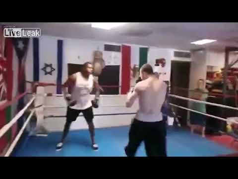 喧嘩最強(自称)がボクシングジムの初心者相手に無双した結果、16歳プロに〆られるwww