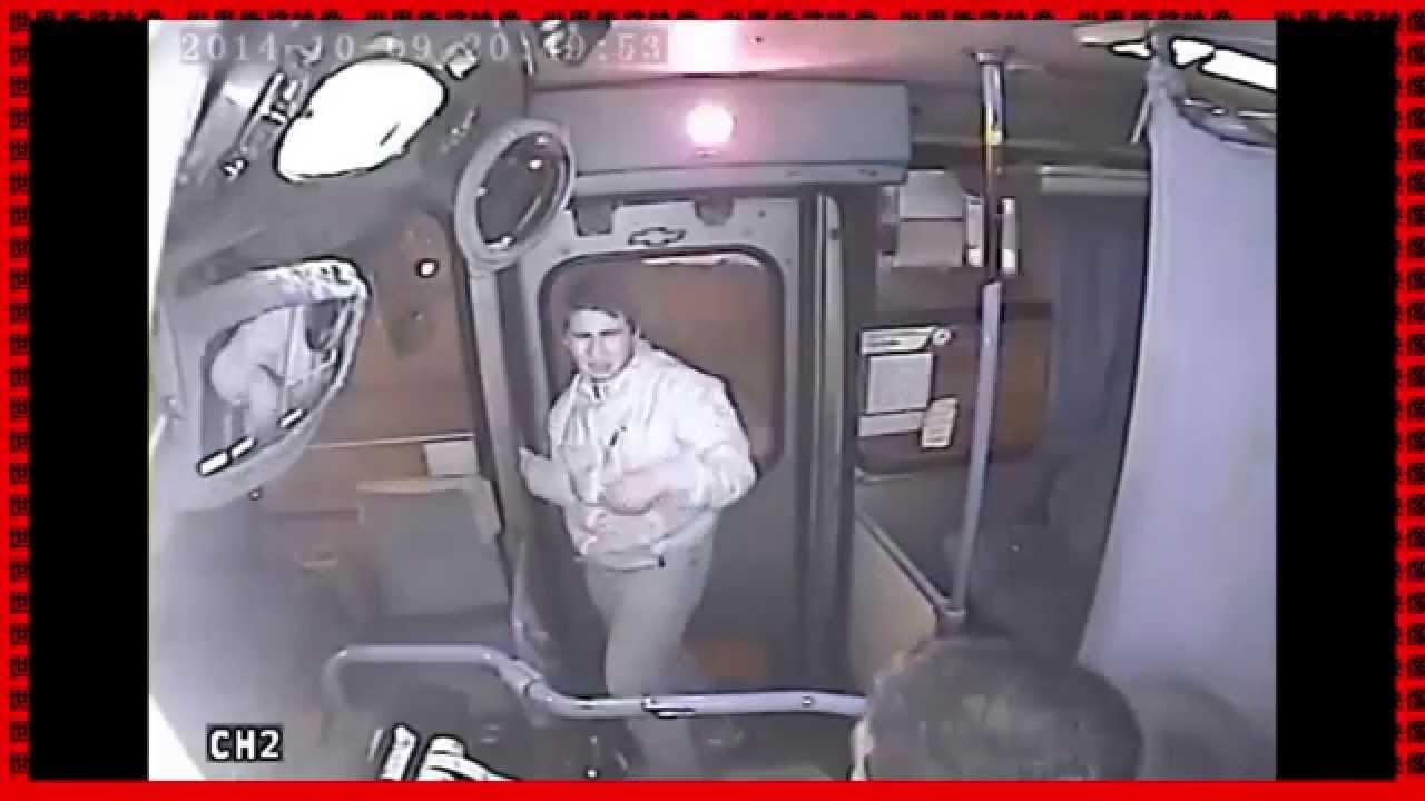 【衝撃映像】ひったくり犯が犯行に失敗し、バスの運転手にボコボコにされて泣きじゃくる映像