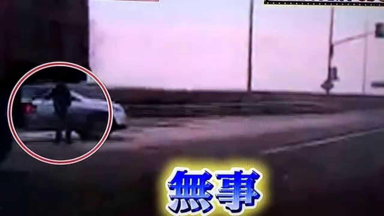 【ドラレコ】ロシアで交通事故!通行人が九死に一生!危機一髪!