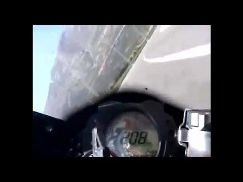 ZX10Rが高速道路を爆走!他のバイクをブッちぎり