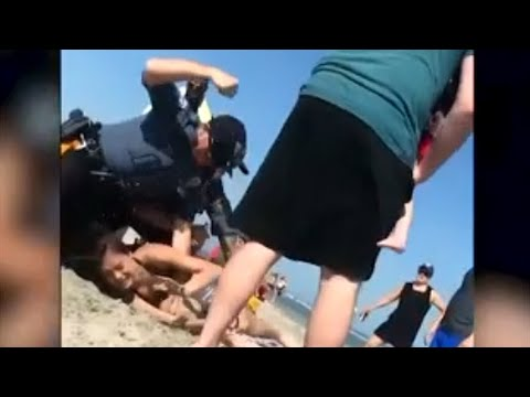 警官が若い女性繰り返し殴るビデオ話題に 米東部海岸