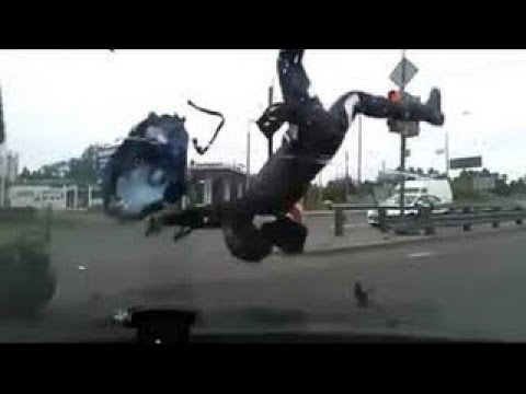 【衝撃】震撼!世界で起きた恐怖の交通事故 2017年版【閲覧注意】