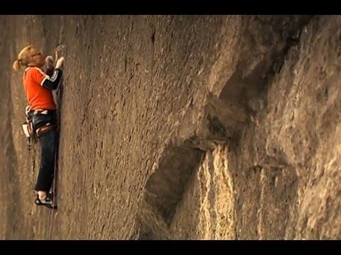 【クライミング】一体何をつかんでいるんですかね。。断崖絶壁に挑む人【神業】