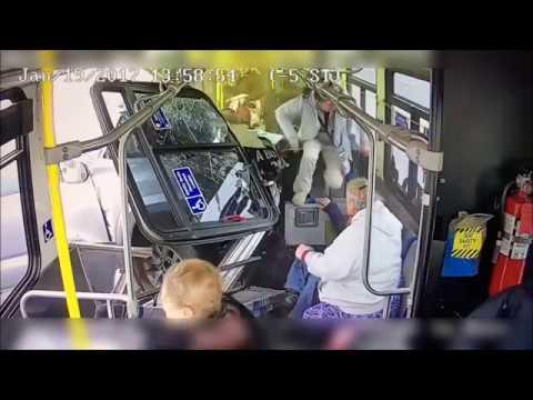 【衝撃映像】恐怖!停車中のバスにトラックが衝突!その時の車内は!?【Seraph】