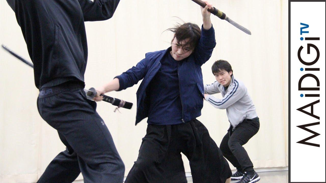 川栄李奈、汗だくで激しい斬り合い 舞台「あずみ」殺陣シーンを公開