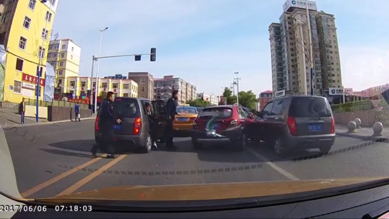 黒の組織に襲撃される車www全力で逃げててワロタwwwww