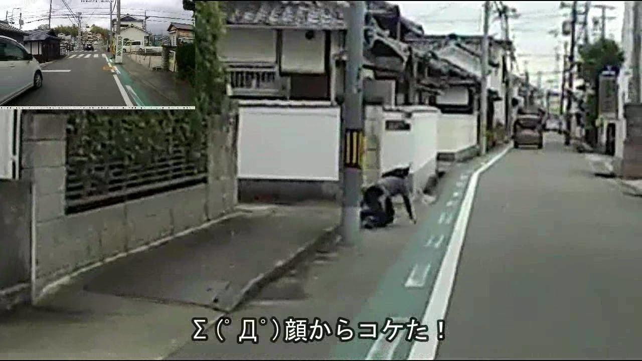 Σ(゚Д゚)げぇ!目の前の歩道でオバさんが転倒する…大丈夫?