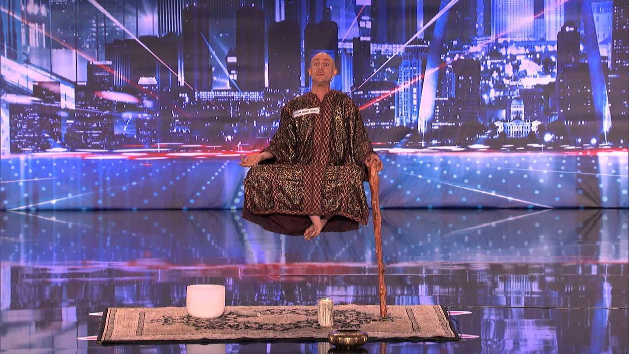 ショック!アメリカのテレビ番組でモンクは空中浮遊をして聴衆は驚く