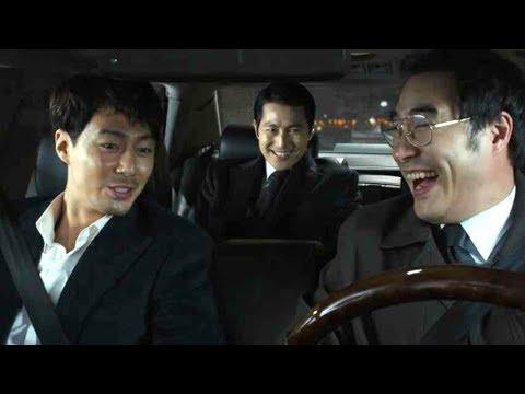 車中、意味深な会話からの突然の衝撃シーン/映画『ザ・キング』本編映像