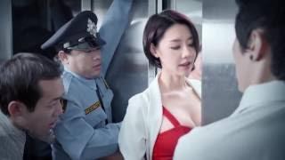 美容胸がエレベーターのドアをクランプされ、男性の目の隣には本当に酔っていた〜