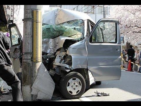 京都暴走事故、ドライブレコーダー映像=猛スピードで電柱に激突