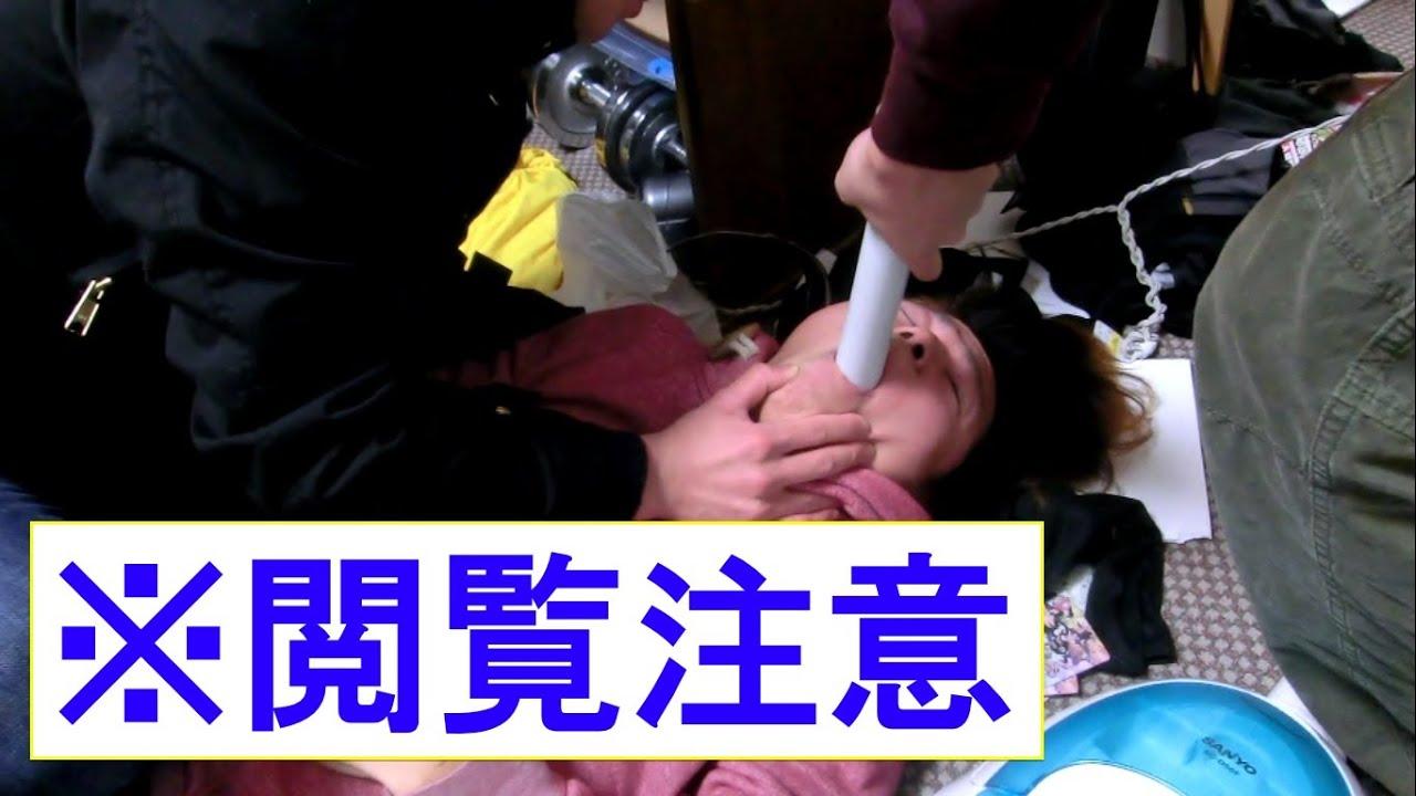 【衝撃映像】喉に詰まったモチを掃除機で吸い出し救出する瞬間