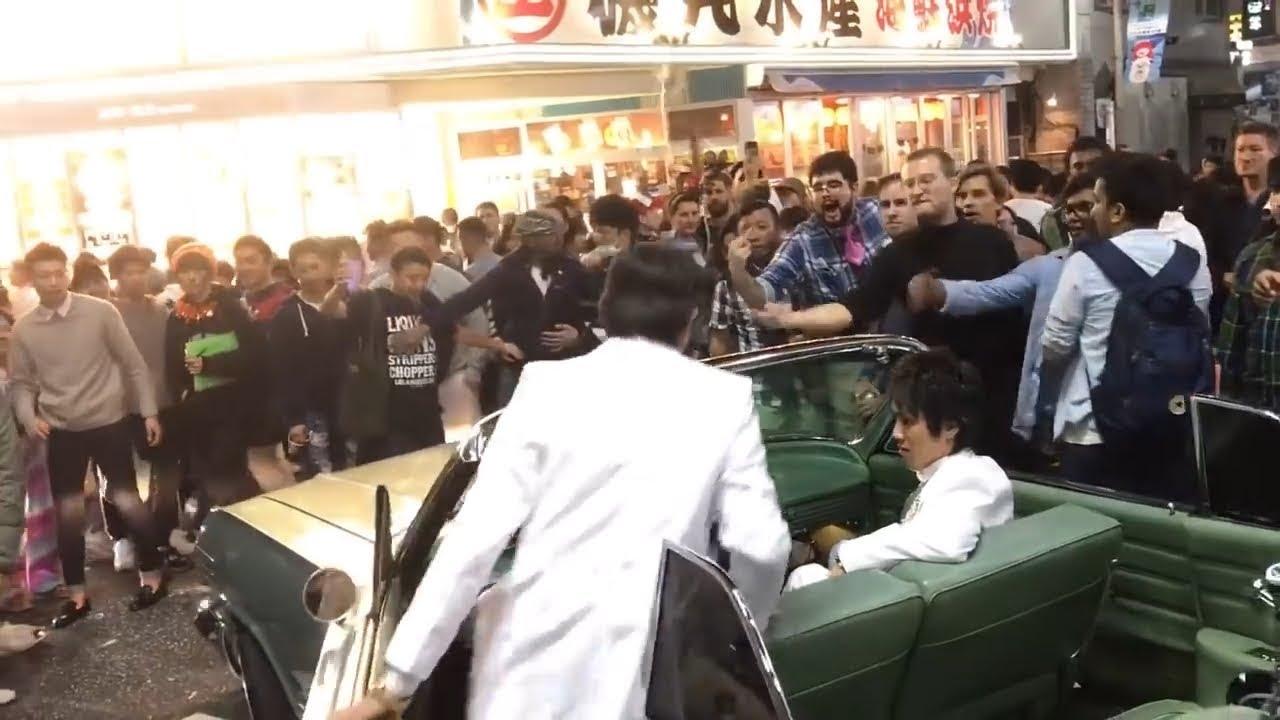 【渋谷ハロウィン】車のボンネットに登った女を引きずり下ろして地面に投げ倒す #2 【シボレー・インパラ】