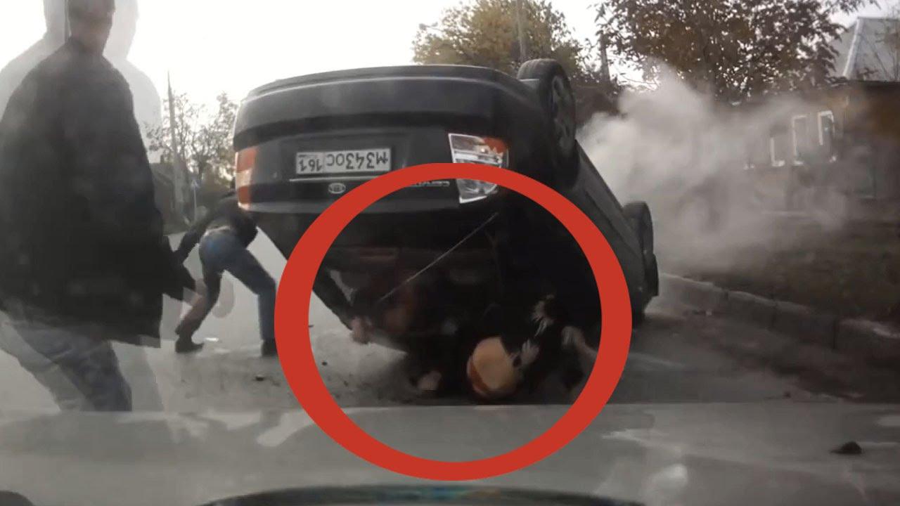 【衝撃映像】 横転した車からの脱出劇 パンツ丸出しの女性がかわいそう 乗り物クラッシュ映像 その13 必見!