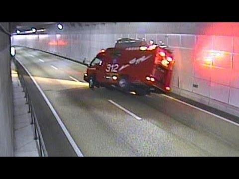 出動中の消防車が横転 北九州市