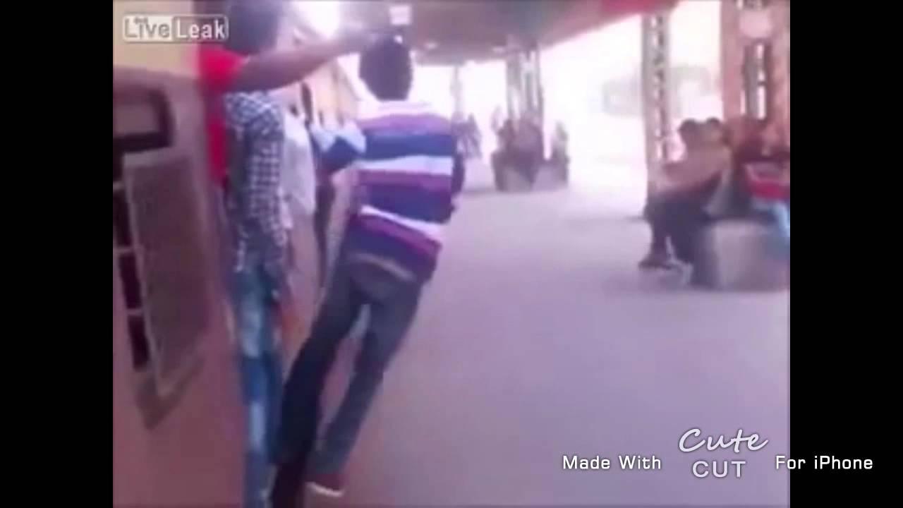 「観覧注意」男がふざけて電車に吸い込まれ・・・