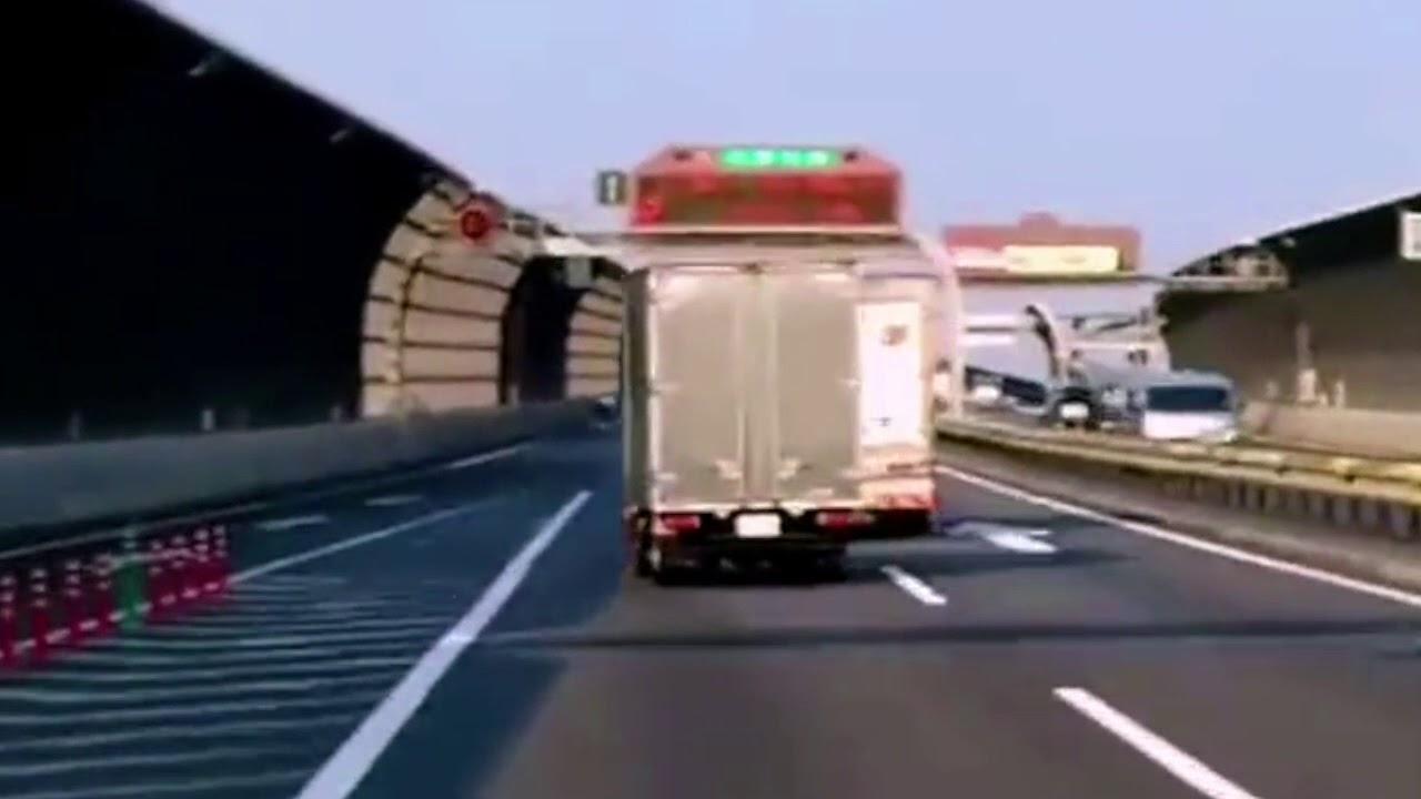 【車】危ないし他の車にも迷惑かかるよね。。。