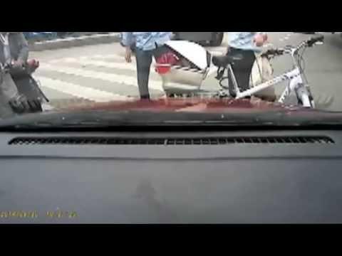 【閲覧注意】逆走するジジイ釣り師を轢いたったwwww