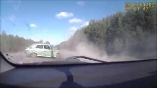 アクシデント 車 事故事故事故 クラッシュクラッシュ ぶつかる 飛ぶ はねる はちゃめちゃ 警察 パトカー